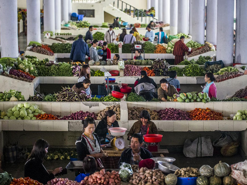 The vegetable market during a busy weekend